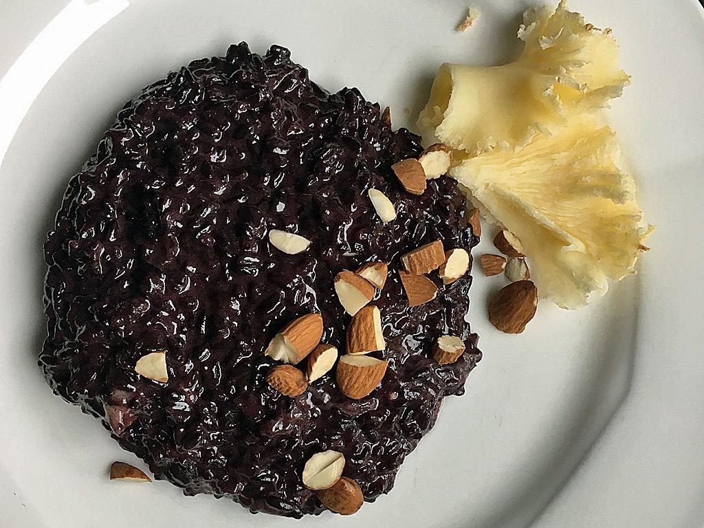 Schwarzer Reis mit Tête de Moine