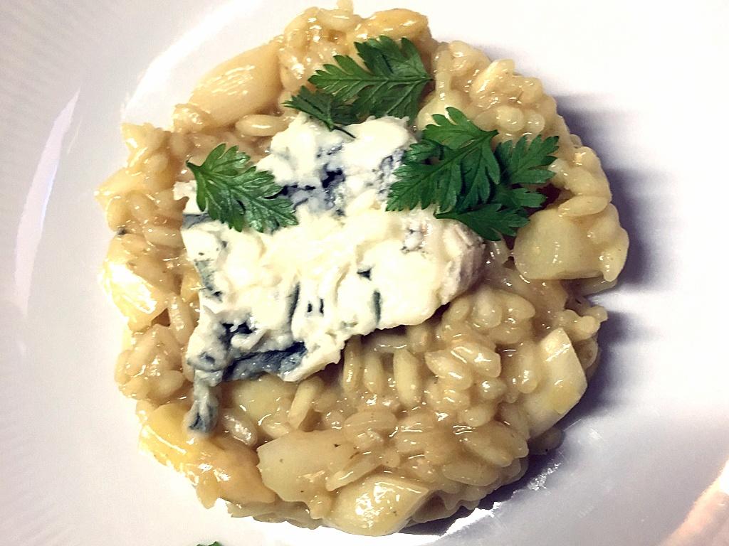 Risotto mit Spargel und Gorgonzola.