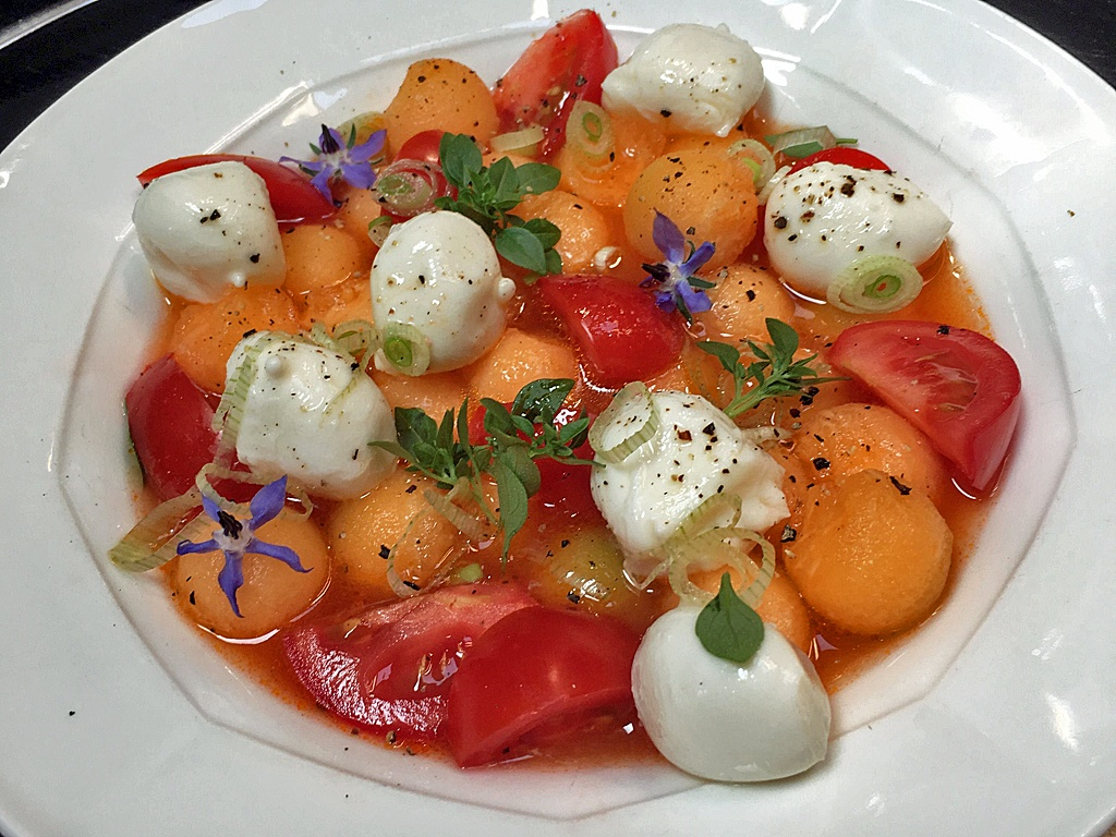 Sommersalat: Melone, Mozzarella, Tomate.