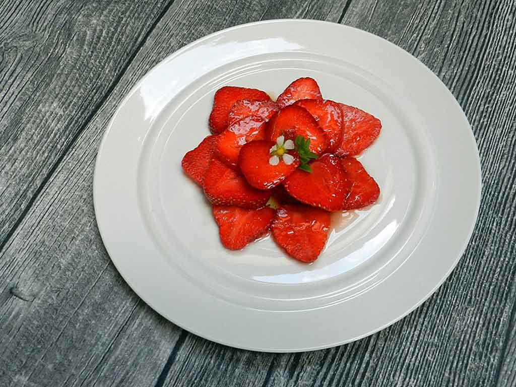 Erdbeeren mit Honig und Olivenöl.