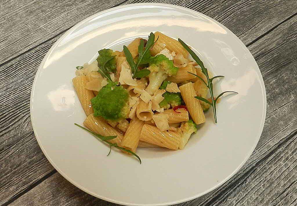Angenehm würzig: Pasta mit Romanesco, Pecorino und Peperoncino.