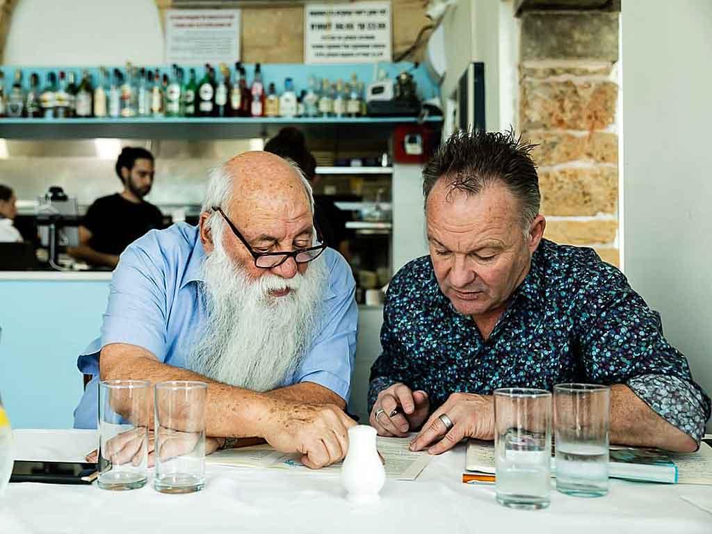 Uri Buri mit seinem Co-Autor Matthias Mangold (rechts). Foto: GU
