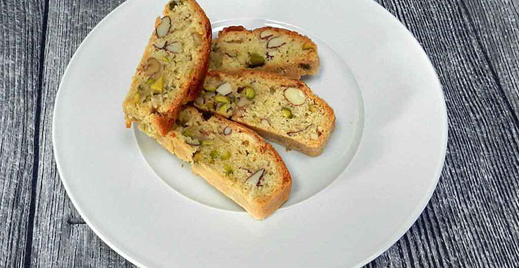 Feine Knabberei: Biscotti mit Nüssen, Mandeln und Pistazien.