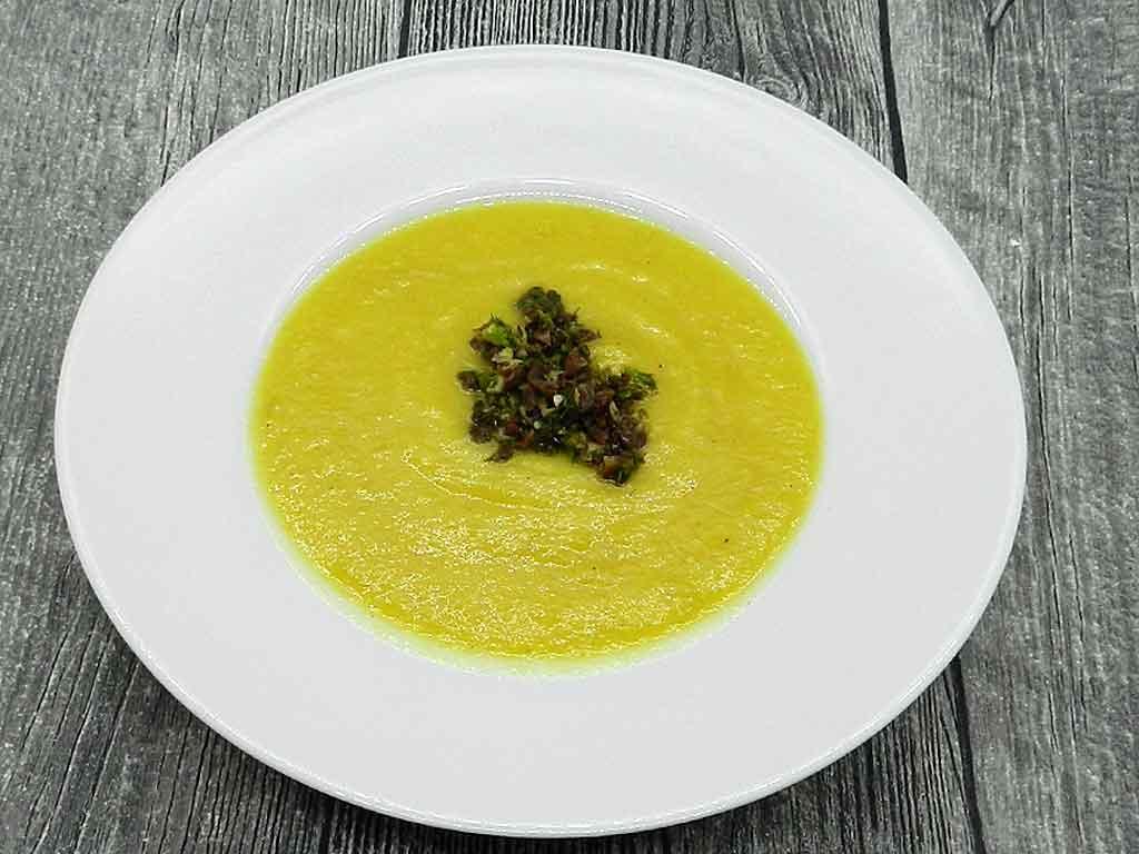 Samtig, cremig: Fenchel-Suppe mit Safran und Gremolata.