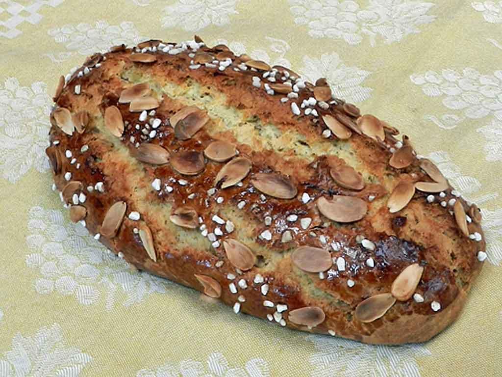 Schmeckt auch statt Kuchen: Osterbrot.