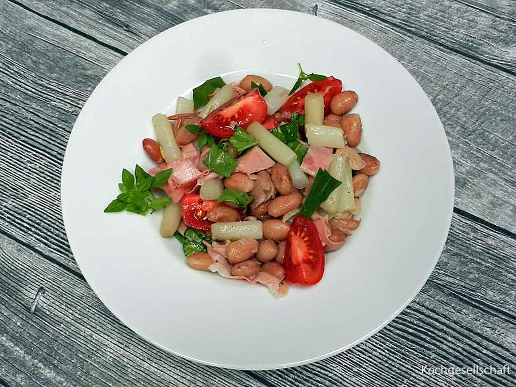 Schlicht gut: Salat aus Borlotti-Bohnen, Spargel und Mortadella.