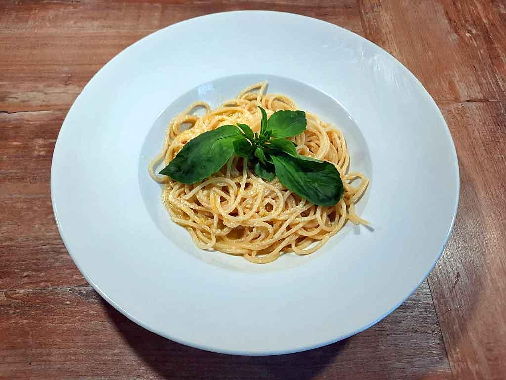 Sommerfrische Spaghetti mit Zitronen.