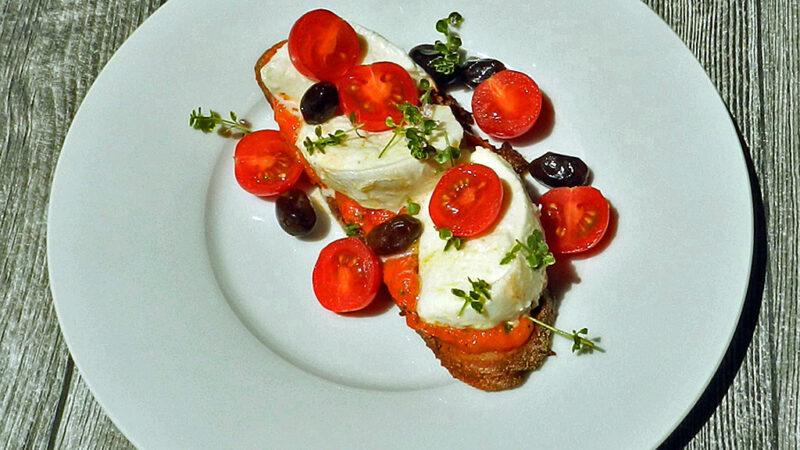 Vorspeise oder leichtes Abendbrot: Paprika, Tomaten, Mozzarella.