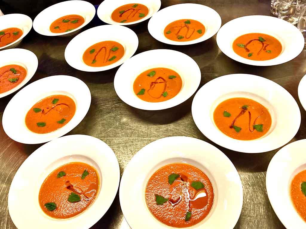 Echtes Slowfood: langsam im Ofen gegarte Tomaten als Suppe.